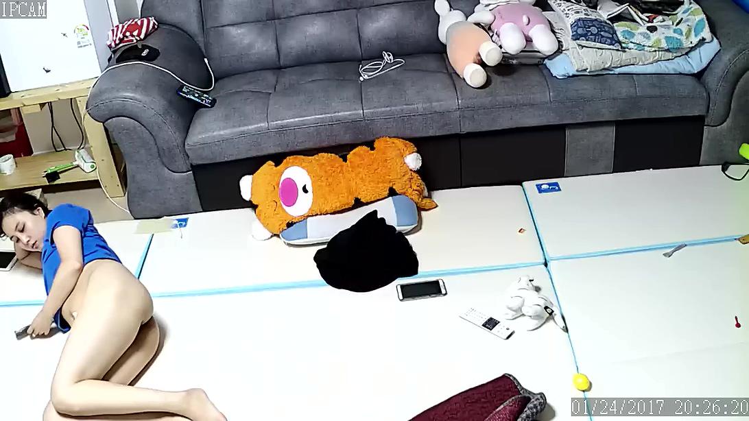 家庭摄像头破解强开TP居家夫妻在地垫上激烈啪啪啪射完之后妻子躺